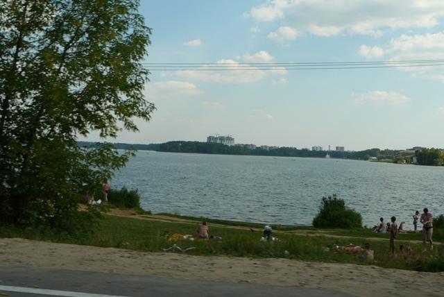 Городской пляж, значит осталось 2 км